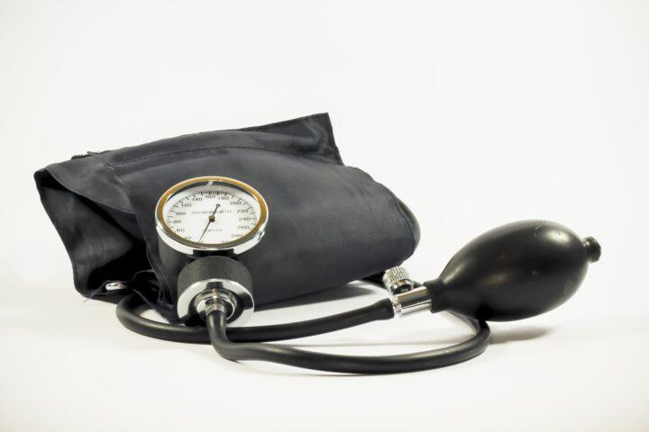 Tensie, bloeddruk, meten, vitale functies, controle, pols, saturatie, temperatuur